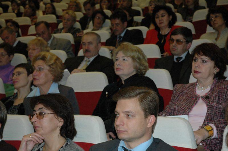 Профессора ФГБУ «НИИ медицины труда» РАМН— Нина Петровна ГОЛОВКОВА, Наталья Ивановна ИЗМЕРОВА иЛюдмила Алексеевна ИВАНОВА (2005)